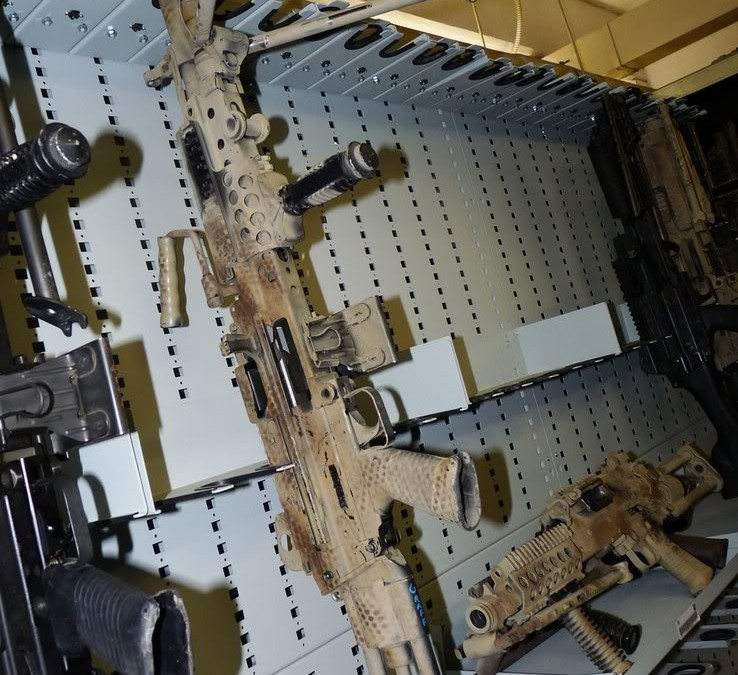 Pohled do zbrojnice Navy SEALs