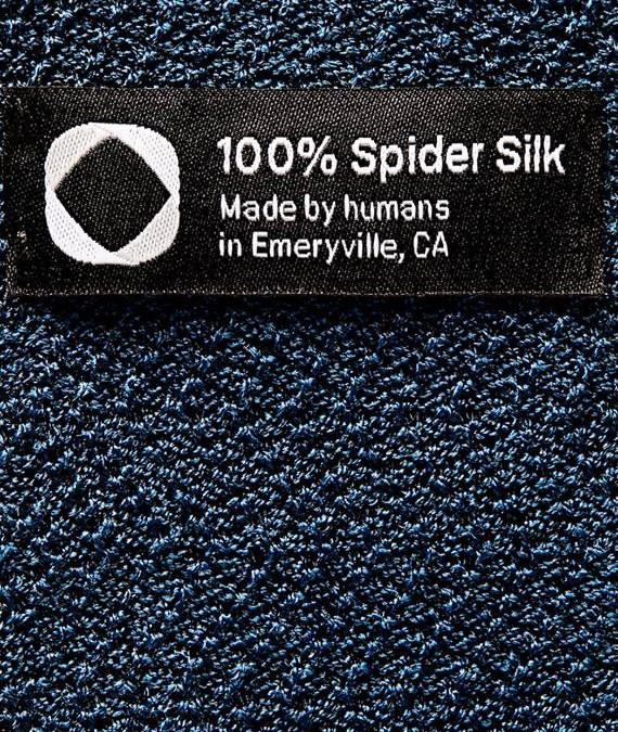 První kus oblečení z pavoučího vlákna je na světe